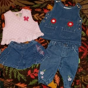 4 pieces 3/6 mo clothes